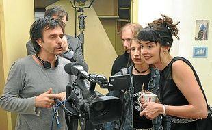 """Luc David, réalisateur de """"Un gars, une fille"""", lors du tournage à Cintré."""