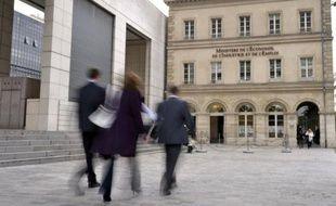 L'indice du salaire mensuel de base (SMB) a crû un peu plus vite que l'inflation en 2012, générant ainsi un léger gain de pouvoir d'achat, selon des données définitives publiées vendredi par le ministère du Travail.