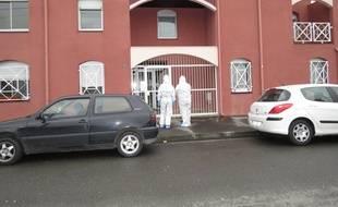 La police scientifique devant l'immeuble où Maureen Jacquier a été assassinée. Archives