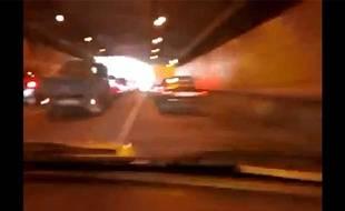 Capture d'écran de la vidéo montrant une jeune Russe percutant uen dizaine de voitures à 190 km/h à Moscou, le 23 mai 2013.