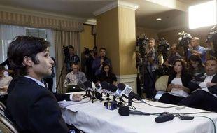 Conférence de presse de Michael Egan qui accuse le réalisateur Bryan Singer de viol sur mineur, à Los Angeles le 17 avril 2014