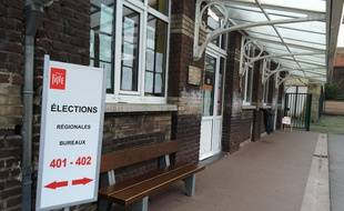 Un bureau de vote dans le quartier de Fives, à Lille