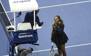 Serena Williams s'énerve contre l'arbitre lors de la finale de l'US Open, le 8 septembre 2018.
