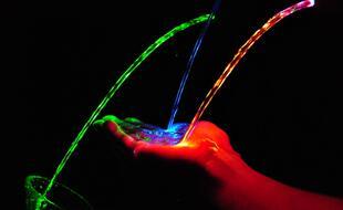 Depuis des siècles, les scientifiques ont cherché à comprendre la nature de la lumière