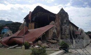 Une église détruite par un séisme à Loboc, le 15 octobre 2013 aux Philippines