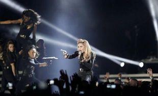 """Le Front national a déposé jeudi la plainte pour """"injure"""" annoncée depuis plusieurs jours contre Madonna, qui a projeté samedi lors d'un concert en France une vidéo dans laquelle apparaît brièvement la présidente du FN, affublée d'une croix gammée sur le front, a-t-on appris de source judiciaire."""