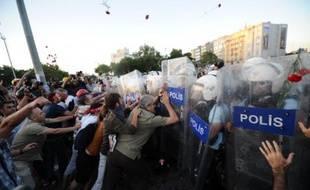 Une étudiante française a été expulsée lundi soir de Turquie après avoir été arrêtée le 11 juin à Istanbul en marge de manifestations antigouvernementales, a annoncé mardi une source au consulat de France à Istanbul.