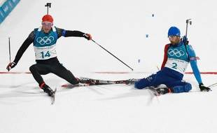 Martin et Simon Schempp à l'arrivée de la mass-start des JO de Pyeongchang, finalement remportée par le Français, le 18 février 2018.
