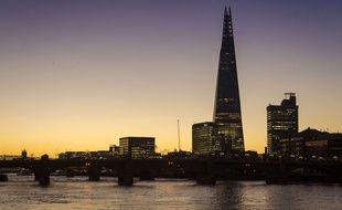 A Londres, un homme a gravi sans cordes ni équipement le Shard, le plus hautgratte-cielde Londres.