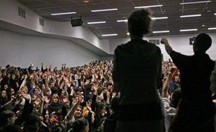 Les assemblées générales des universités de Rouen (1.200 participants), Tours (1.100), Toulouse II-le Mirail (1.500), Lille III (1.200) et Rennes I (800) ont voté lundi soir ou mardi le blocage des établissements, Aix-Marseille I (450) le principe de la grève.
