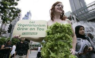Une activiste de Peta, association pro-végétarienne, lors d'une manifestation en Malaisie en septembre 2009.