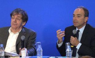 Alain Finkielkraut et Jean-François Copé lors du «petit-déjeuner inattendu» de l'UMP sur le thème de l'identité.