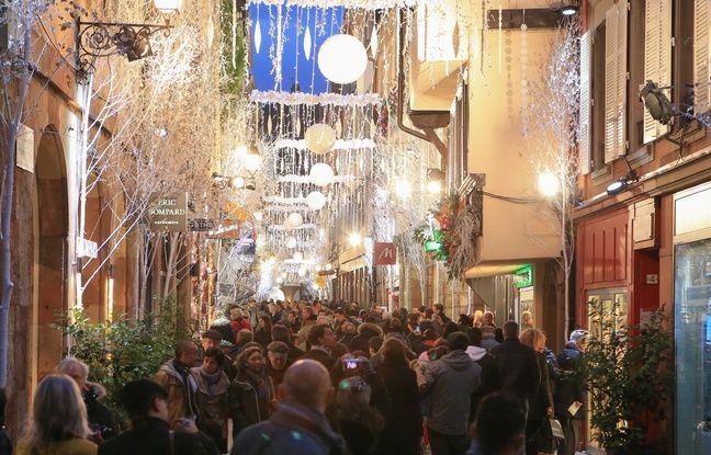 Strasbourg le 6 décembre 2015. Beaucoup de monde dans les rues de Strasbourg. Marché de Noël, carré d'or.