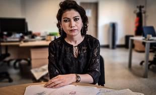 Suraya Alizada, journaliste afghane réfugiée en France, craint pour sa famille restée au pays.