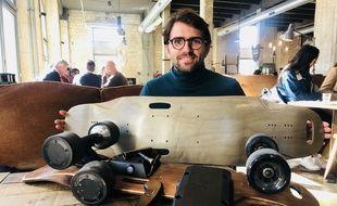 Quentin Sartorius et son tout nouveau skate électrique en kit.