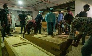 Les victimes de l'explosion survenue dans une mosquée au Bangladesh le 5 septembre 2020.
