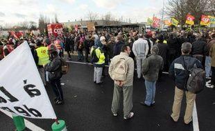 L'inquiétude grandit autour du site PSA Peugeot Citroën à Aulnay-sous-Bois (Seine-Saint-Denis), les syndicats et les élus locaux craignant l'annonce dès juillet de la fermeture de cet établissement, depuis longtemps menacé, qui emploie encore plus de 3.000 salariés.