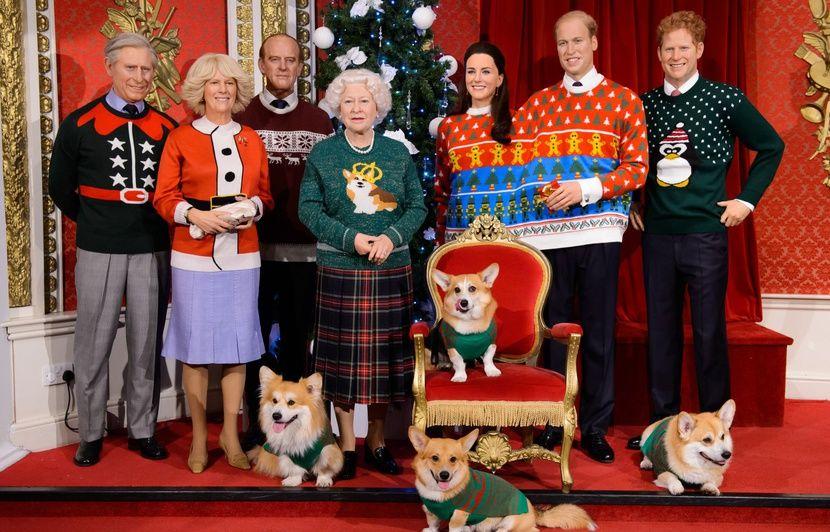 """Ce dimanche 22/12 - sortie VTT puis élection du plus beau """"pull (moche) de Noël 830x532_musee-anglais-madame-tussaud-affuble-an-passe-famille-royale-pulls-noel-classique-pull-moche"""