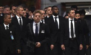 Claude Puel et les joueurs de Leicester aux funérailles de Vichai Srivaddhanaprabha.