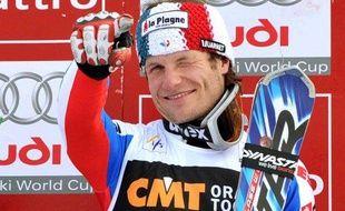 Le skieur français Julien Lizeroux, sur le podium du slalom de Kranjska Gora, le 1er mars 2009.