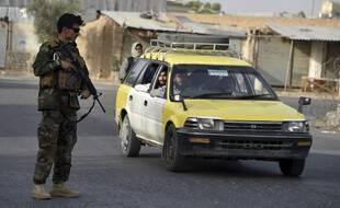 Les forces afghanes, qui n'ont jusqu'ici opposé qu'une faible résistance, ne contrôlent plus pour l'essentiel que les principaux grands axes et les capitales provinciales
