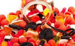 Les bonbons, si prisés des enfants, contiennent fréquemment de nombreux additifs alimentaires -colorants et conservateurs- susceptibles de favoriser l'hyperactivité chez les plus jeunes.
