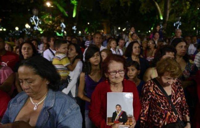 Le Venezuela prenait conscience lundi de la gravité de l'état du président Hugo Chavez, hospitalisé depuis trois semaines à La Havane et dont la santé s'est détériorée ce week-end, plongeant le pays dans l'incertitude à dix jours de la date prévue de sa prestation de serment.