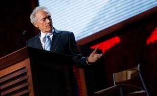 Clint Eastwood, qui soutient Mitt Romney, parle à la chaise vide d'Obama, le 31 août 2012, lors de la convention républicaine.