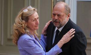 Nicole Belloubet et Eric Dupond-Moretti, ancienne et nouveau garde des Sceaux, lors de leur passation de pouvoirs, le 7 juillet 2020 à Paris.