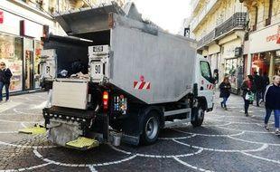 Illustration d'un camion benne à Lille.