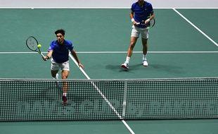 Le double français Pierre-Hugues Herbert et Nicolas Mahut face aux Japonais en Coupe Davis, mardi 19 novembre.