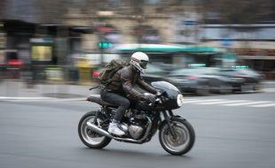 Un motard, le 15 janvier 2019, à Paris.