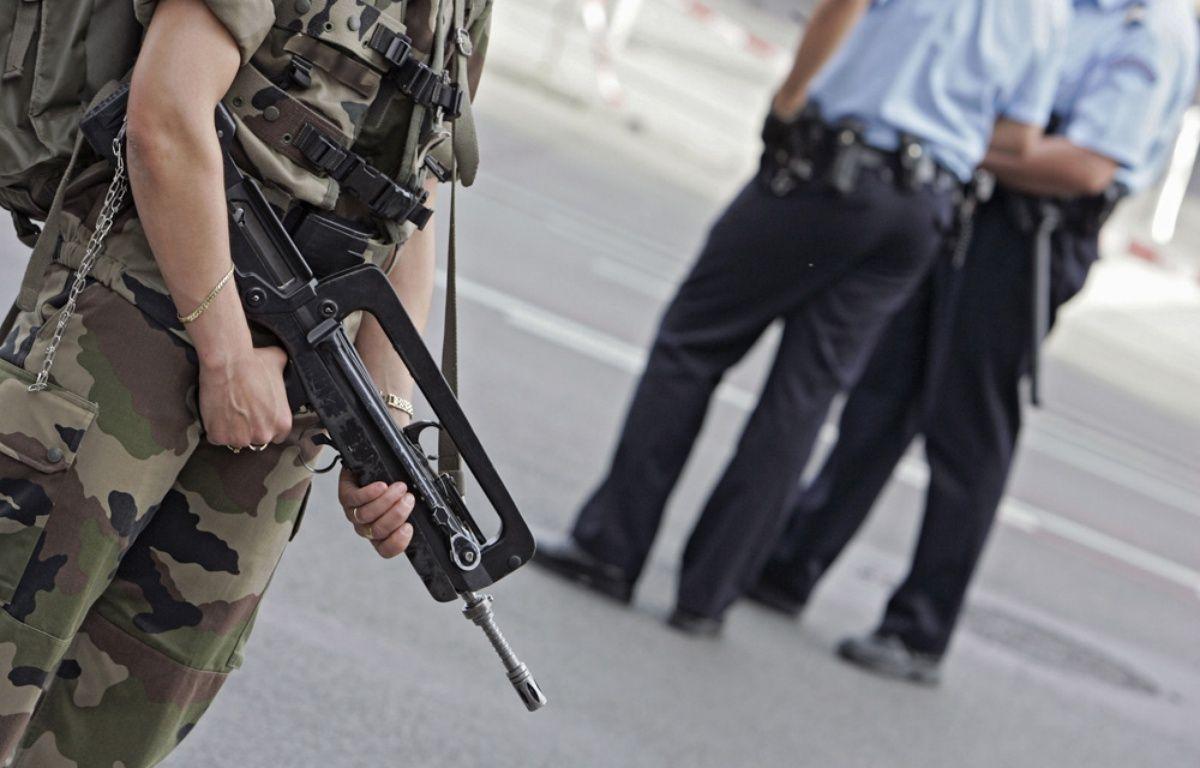 Policiers et militaires mobilisés dans le cadre du plan Vigipirate à Lille. – M.Libert / Archives 20 Minutes
