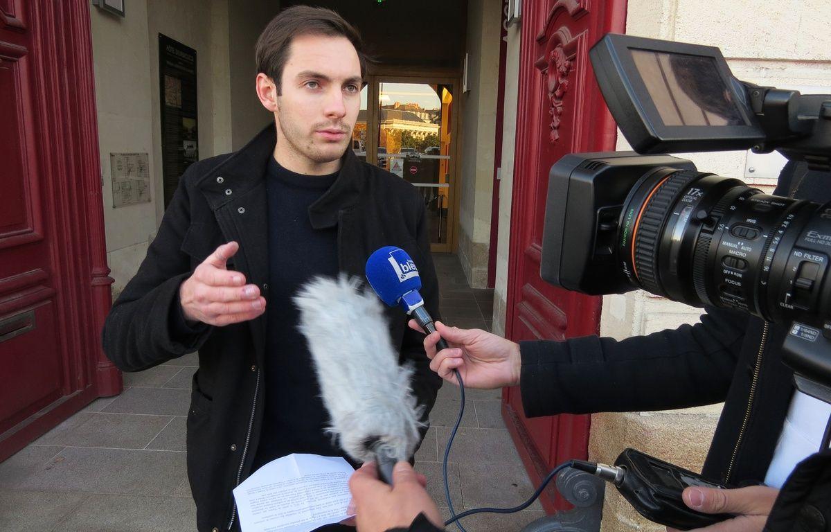 Pierre Douillard, victime d'un tir de flashball à l'œil, devant le tribunal administratif de Nantes le 30 novembre 2016. – F.Brenon/20Minutes
