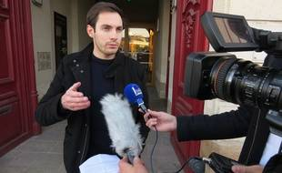Pierre Douillard, victime d'un tir de flashball à l'œil, devant le tribunal administratif de Nantes le 30 novembre 2016.