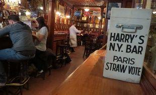 Au Harry's bar, depuis mercredi, les expatriés américains et touristes de passage sont invités à élire fictivement leur prochain président.