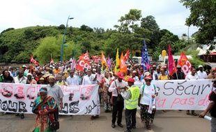 Des manifestants à Mayotte, à Mamoudzou, le 20 février 2018.