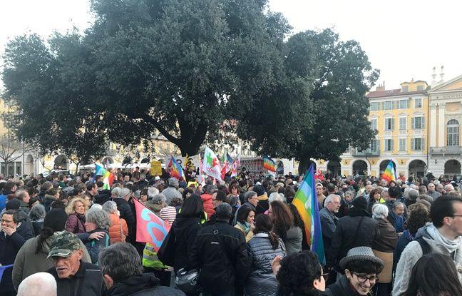 Plusieurs centaines de personnes se sont rassemblées sur la place Garibaldi en soutien à Geneviève Legay.