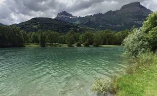 Un des trois lacs des Ilettes, à Sallanches, en Haute-Savoie.