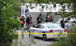 Des enquêteurs près de l'endroit où a été retrouvé la tête d'une femme, le 16 août 2012, à Mississauga (Canada).