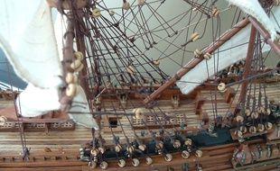 """""""Surprise, je constatai qu'il était très doué:la minutie des détails de ses reproductions de bateaux me laissa admirative"""""""