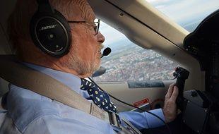 Claude est le pilote de mon trajet Paris-Strasbourg en coavionnage.