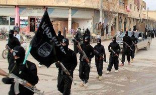 Djihadistes défilant dans Raqqa, en Syrie, en janvier 2014.