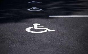 Des places réservées aux handicapés (illustration)