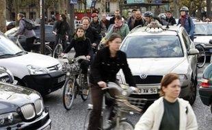 Des perturbations affecteront encore ce week-end les transports en France, certains syndicats ayant réussi localement à faire reconduire la grève afin de protester contre la réforme des régimes spéciaux de retraite.