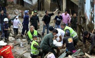 Quatre personnes ont péri et au moins 28 personnes sont portées disparues à la suite d'un glissement de terrain ayant enseveli dix maisons dans la ville colombienne de Manizales (278 km à l'ouest de Bogota), a annoncé samedi la Croix-Rouge à l'AFP.