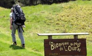 Trois oursons nés en 2011 dans les Pyrénées ont été baptisés Callisto, Soulane et Pépite, prénoms choisis parmi quelque 20.000 propositions faites sur internet, a annoncé jeudi l'association Pays de l'ours-Adet.