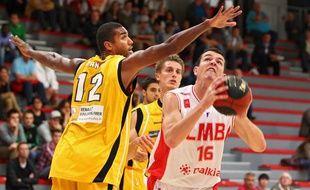 Lille, le 17 septembre 2012. Match de preparation de la saison 2012-2013 du Lille Metropole Basket Club (LMBC - Pro B) contre Bonlogne-sur-Mer (SOMB - Pro B) au Palais St Sauveur.