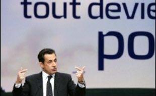 """Le candidat UMP à l'élection présidentielle a prononcé à La Mutualité un discours qualifié """"d'ouverture"""", devant environ 4.000 responsables de ses comités de soutien locaux, dont la plupart ne sont pas encartés à l'UMP, selon le parti de M. Sarkozy."""