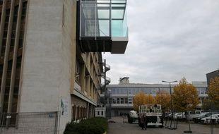 Le balcon de l'Insa dépasse de cinq mètres du bâtiment.